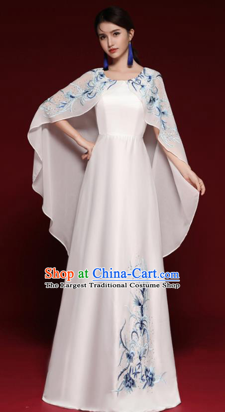 Chinese National Catwalks Embroidered White Cheongsam Costume Traditional Tang Suit Qipao Dress for Women