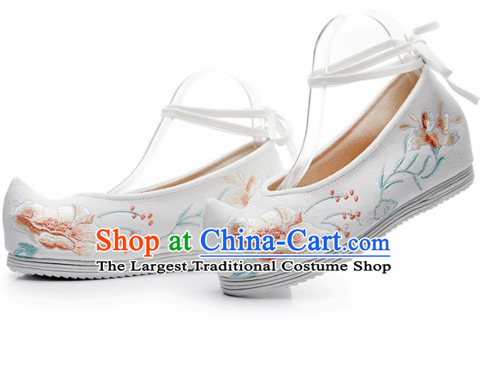 Chinese Traditional White Embroidered Peony Shoes Hanfu Cloth Shoes Handmade Ancient Princess Shoes for Women