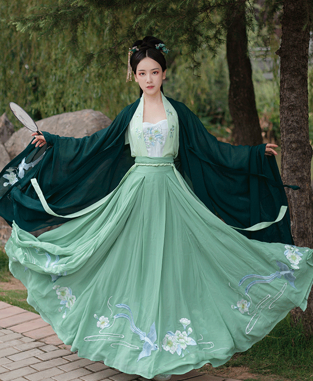 Traditional Chinese Ming Dynasty Princess Green Hanfu Dress Ancient Court Embroidered Historical Costume for Women