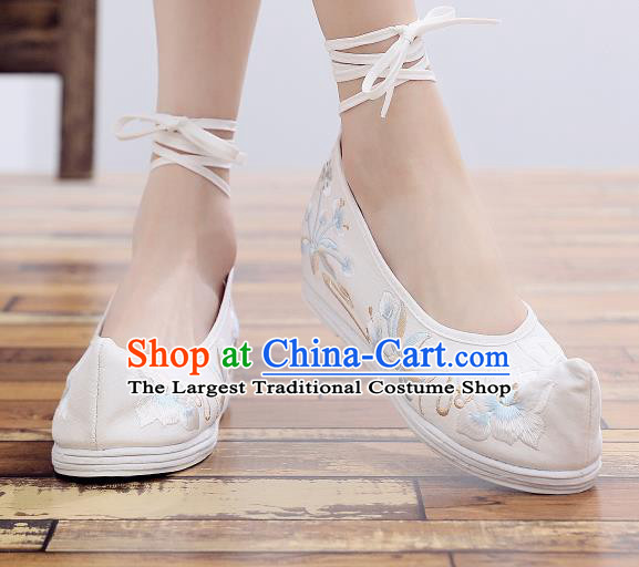 Asian Chinese National Cloth Shoes White Embroidered Camellia Dance Shoes Traditional Hanfu Shoes for Women