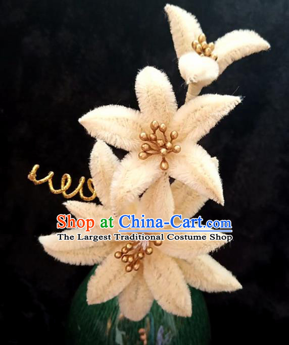 Chinese Ancient Court Light Yellow Velvet Lily Flowers Hairpins Traditional Hanfu Handmade Hair Accessories for Women