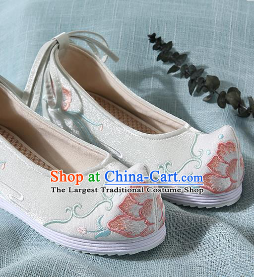 Chinese Handmade Light Green Embroidered Bow Shoes Traditional Ming Dynasty Hanfu Shoes Princess Shoes for Women