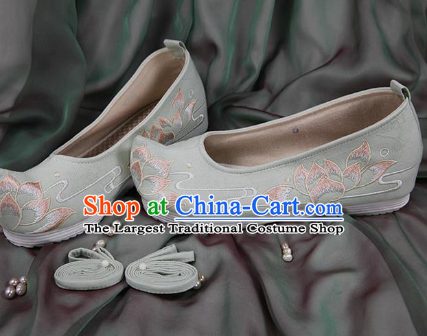 Chinese Handmade Embroidered Lotus Light Green Cloth Bow Shoes Traditional Ming Dynasty Hanfu Shoes Princess Shoes for Women