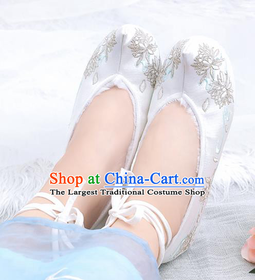 Asian Chinese Winter White Bow Shoes Embroidered Epiphyllum Shoes Traditional Opera Shoes Hanfu Shoes for Women