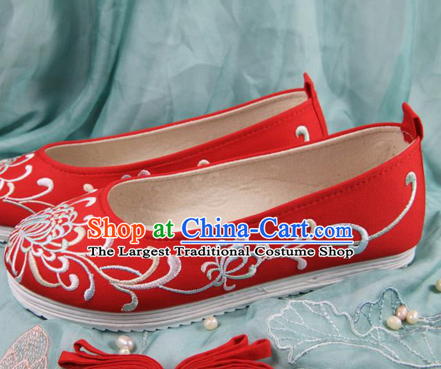 Chinese Handmade Embroidered Chrysanthemum Red Cloth Shoes Traditional Ming Dynasty Hanfu Shoes Princess Shoes for Women