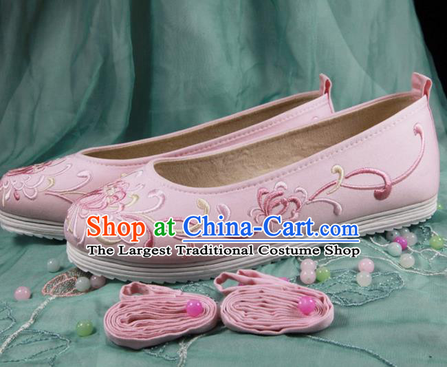 Chinese Handmade Embroidered Chrysanthemum Pink Cloth Shoes Traditional Ming Dynasty Hanfu Shoes Princess Shoes for Women