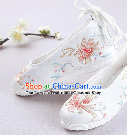 Chinese Handmade Embroidered Flower White Opera Shoes Traditional Hanfu Shoes National Shoes for Women