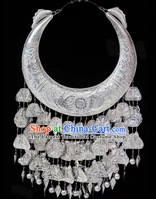 Chinese Handmade Traditional Miao Nationality Silver Carving Necklace Ethnic Wedding Bride Accessories for Women