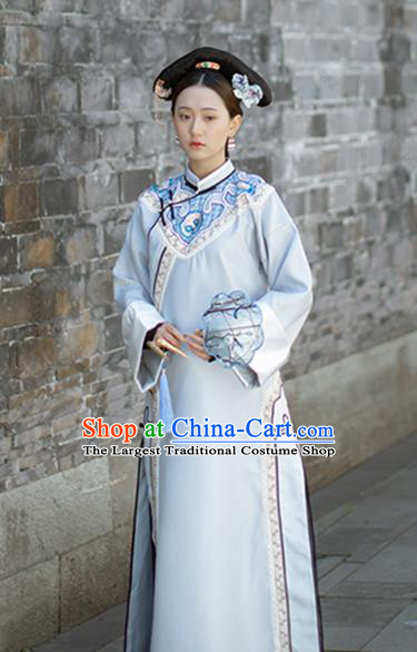 Chinese Qing Dynasty Court Maid Costumes Ancient Manchu Palace Lady Grey Dress Clothing and Handmade Headpieces