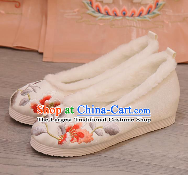 China Winter Shoes Princess Shoes Opera Shoes Handmade Cloth Shoes Embroidered Hibiscus White Shoes