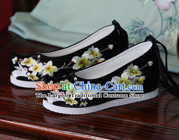 China Handmade Cloth Shoes Embroidered Pear Flowers Rabbit Shoes Hanfu Black Bow Shoes Princess Shoes
