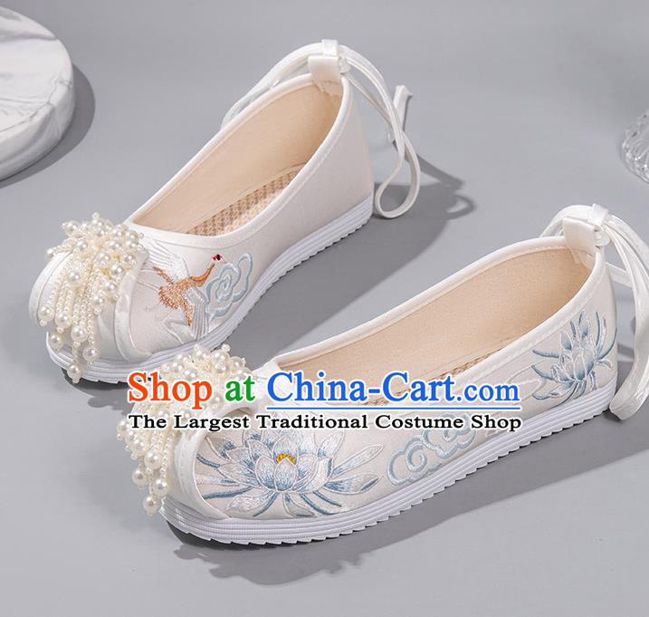 China Embroidered Epiphyllum Shoes Hanfu Pearl Shoes Ancient Princess Shoes Handmade White Satin Shoes