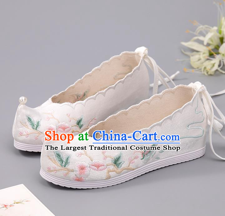 China Embroidered Plum Blossom Shoes Handmade White Cloth Shoes Hanfu Shoes Pearl Shoes