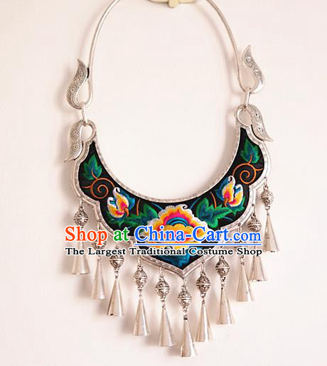 China National Silver Longevity Lock Handmade Embroidered Necklace Miao Ethnic Folk Dance Accessories