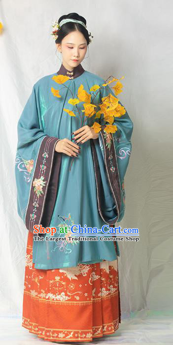 China Traditional Ming Dynasty Court Woman Hanfu Clothing Ancient Imperial Concubine Embroidered Gown and Skirt