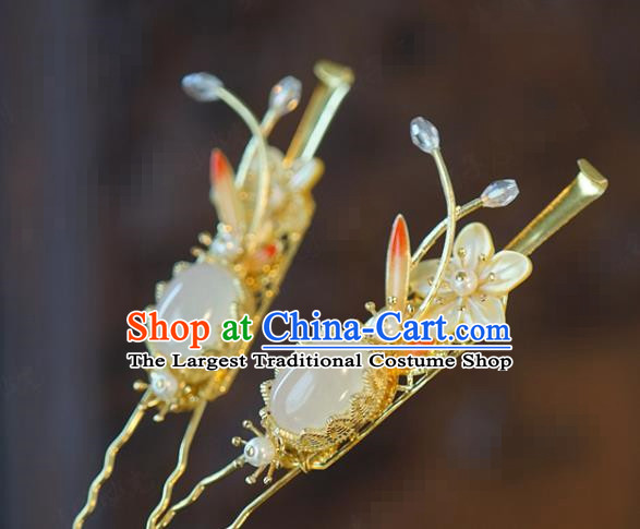 China Traditional Wedding Shell Plum Hair Stick Xiuhe Suit Hair Accessories Bride Chalcedony Hairpin