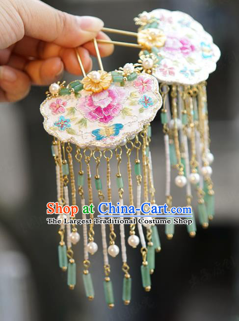 China Traditional Xiuhe Suit Hair Accessories Palace White Embroidered Hairpin Wedding Jade Tassel Step Shake