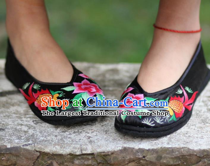 Chinese Handmade Embroidered Goldfish Black Shoes Hanfu Shoes Traditional National Shoes for Women