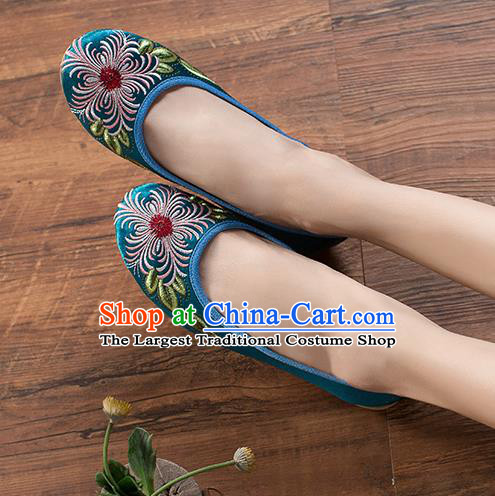 Chinese Traditional Embroidered Chrysanthemum Green Shoes Opera Shoes Hanfu Shoes Satin Shoes for Women