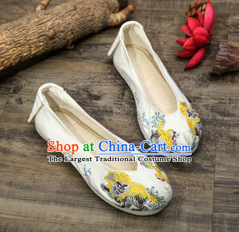 Chinese Embroidered Lion White Shoes Hanfu Shoes Women Shoes Opera Shoes Princess Shoes