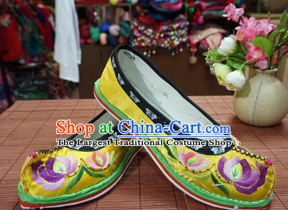 Traditional Chinese Wedding Yellow Embroidered Chrysanthemum Shoes Princess Shoes National Shoes Hanfu Shoes for Women