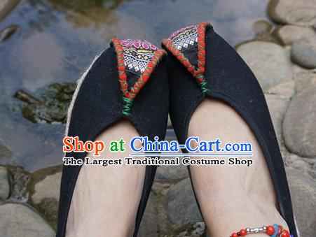 Traditional Chinese Yunnan Ethnic Black Embroidered Shoes Handmade National Shoes Hanfu Dress for Women