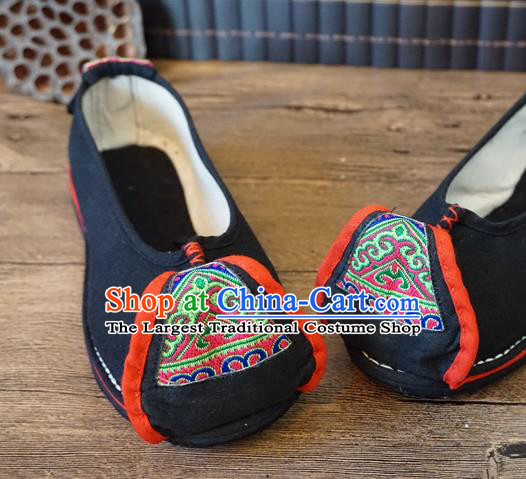 Traditional Chinese Yunnan Ethnic Embroidered Shoes Handmade National Black Shoes Hanfu Dress for Women