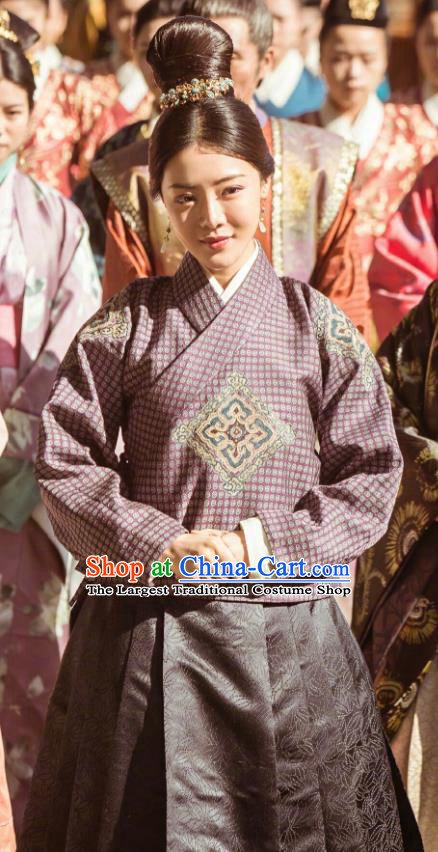 Chinese Ancient Drama Ming Dynasty Court Harem Hu Shanxiang Replica Costumes and Headpiece Complete Set