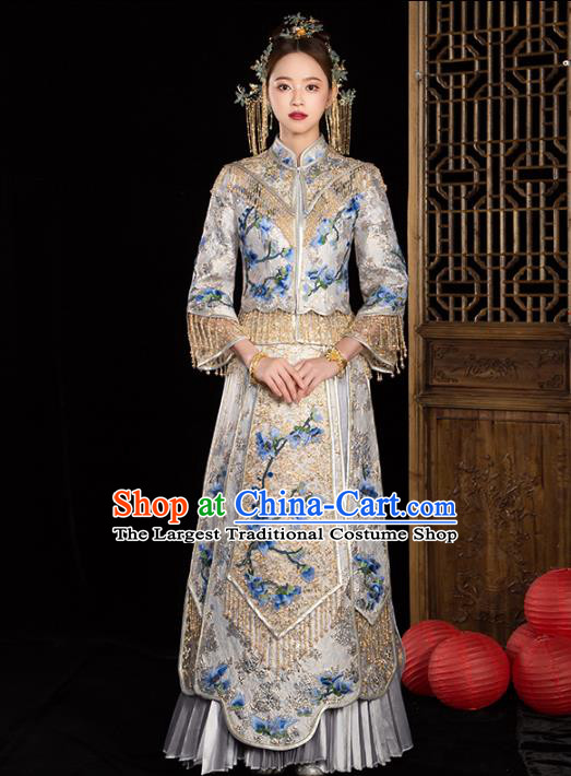 Chinese Traditional Embroidered Magnolia White Xiuhe Suits Wedding Dress Ancient Bride Costume for Women