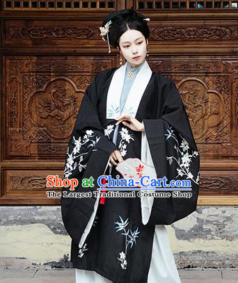 Chinese Traditional Ming Dynasty Historical Costume Ancient Royal Countess Embroidered Black Cloak for Women