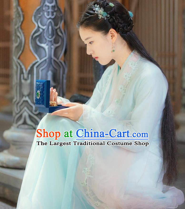 Chinese Drama Love Better Than Immortality Ancient Female Swordsman Chun Hua Historical Costume and Headpiece for Women