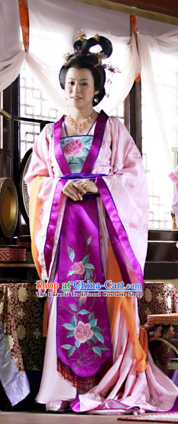 Chinese Ancient Noble Empress Costumes Historical Drama Love Amongst War Queen Wang Baochuan Dress and Hairpins