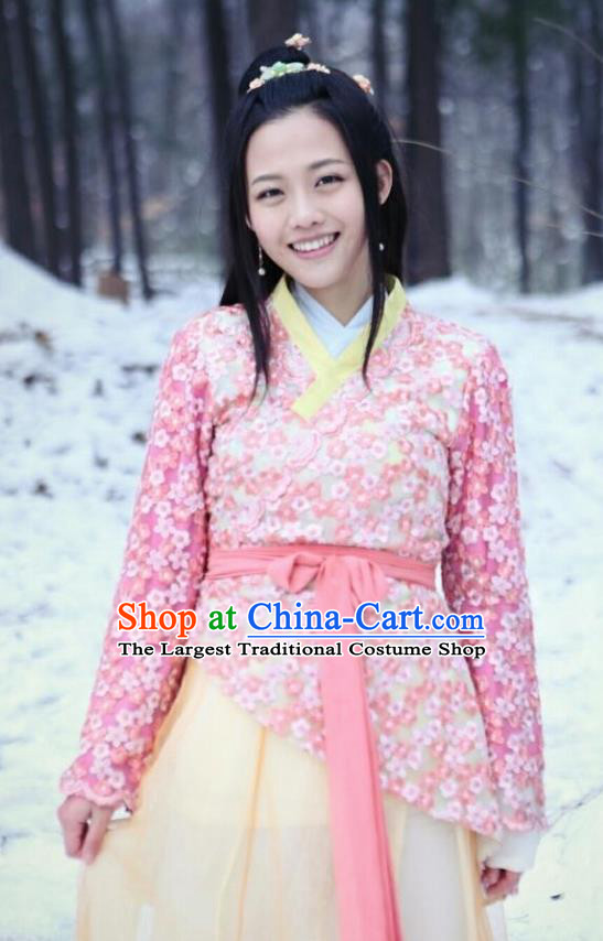 Chinese Ancient Young Lady Garment Costumes and Hair Accessories Drama I am A Pet At Dali Temple Pink Dress
