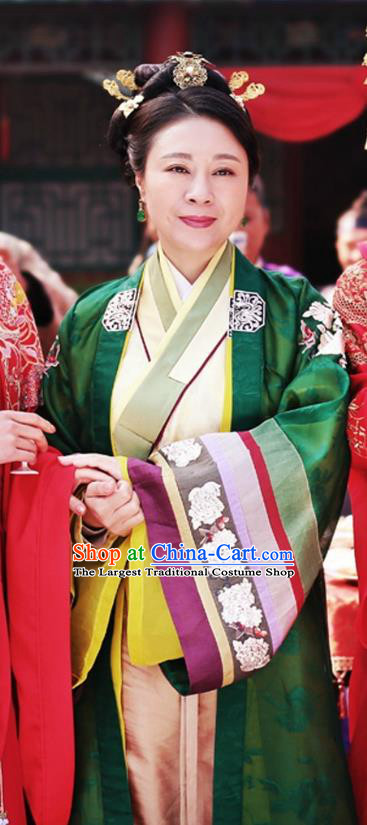 Chinese Ancient Rich Dame Apparels Costumes and Headwear Drama Legend of the Concubinage Dowager Hanfu Dress Garment