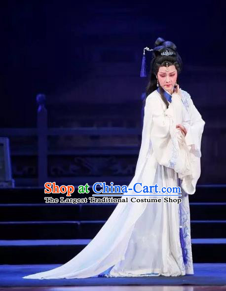 Tong Que Tai Chinese Shaoxing Opera Young Beauty Apparels Costumes and Headpieces Yue Opera Hua Tan Diao Chan White Dress Garment