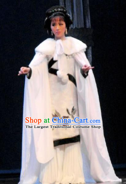 Chinese Kun Opera Noble Lady White Hanfu Dress The Story of Pipa Peking Opera Garment Apparels Young Female Costumes and Headpieces