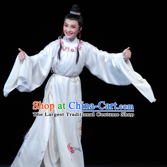 Chinese Yue Opera Scholar Apparels Yu Qing Ting Shaoxing Opera Xiao Sheng Costumes Young Male Shen Guisheng Garment White Embroidered Robe and Headpieces