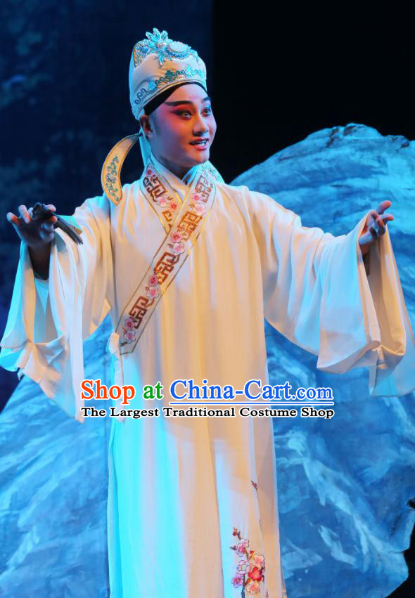 Chinese Yue Opera Xiao Sheng Scholar White Embroidered Robe Costumes and Hat Shaoxing Opera A Tragic Marriage Young Male Apparels Garment