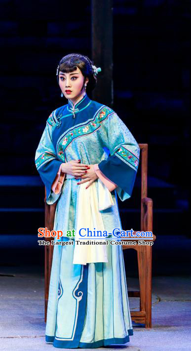 Chinese Beijing Opera Young Mistress Apparels The Grand Mansion Gate Costumes and Headdress Traditional Peking Opera Rich Consort Dress Actress Yang Jiuhong Garment