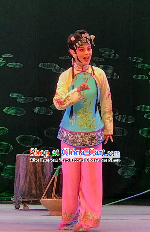 Chinese Beijing Opera Country Woman Garment Hong Ling Yan Costumes and Hair Accessories Traditional Peking Opera Xiaodan Dress Village Girl Li Fengjie Apparels