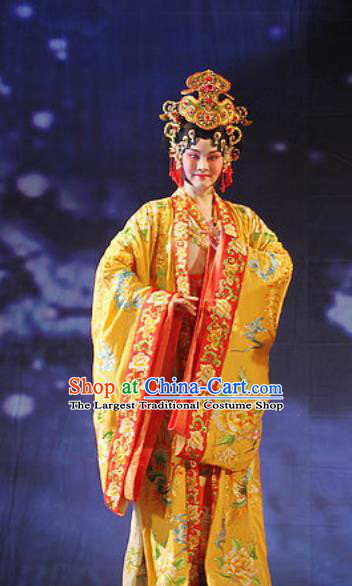 Chinese Beijing Opera Actress Garment Costumes and Hair Accessories Traditional Peking Opera The Tiger Generals Imperial Concubine Liu Dress Hua Tan Apparels