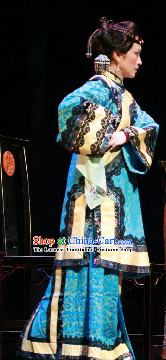 Chinese Beijing Opera Rich Female Garment Costumes and Hair Accessories Traditional Peking Opera The Golden Cangue Dowager Dress Apparels
