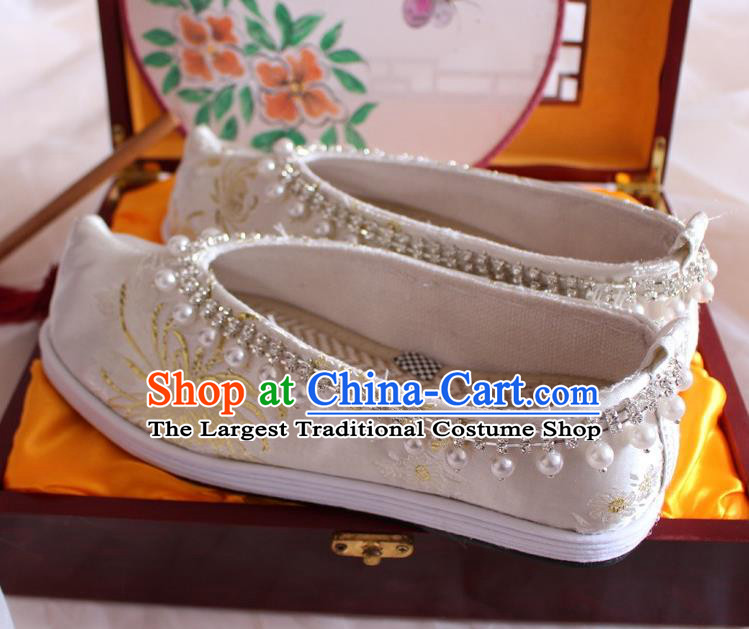 Chinese Traditional Pearls Hanfu Shoes Handmade Wedding Satin Shoes Ancient Princess Shoes Women Embroidered Shoes