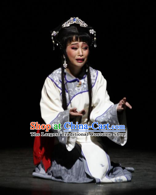 Chinese Cantonese Opera Distress Maiden Qiu Yue Garment The Watchtower Costumes and Headdress Traditional Guangdong Opera Actress Apparels Hua Tan Dress
