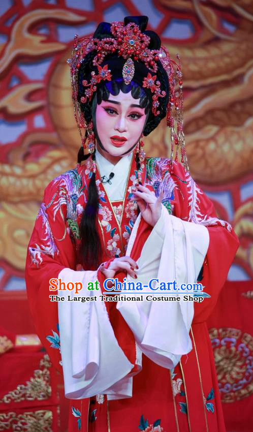 Chinese Cantonese Opera Bride Qiu Xiang Garment San Xiao Yin Yuan Costumes and Headdress Traditional Guangdong Opera Hua Tan Apparels Young Beauty Red Dress