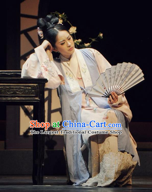 Chinese Historical Drama Peach Blossom Fan Ancient Young Female Garment Costumes Traditional Stage Show Dress Ming Dynasty Courtesan Li Xiangjun Apparels and Headpieces