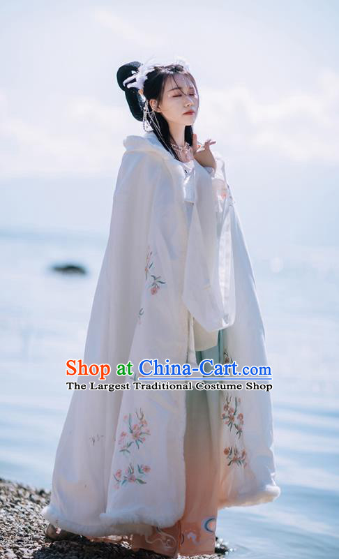 Chinese Ancient Ming Dynasty Princess Cape Garment Costumes Traditional Hanfu Embroidered White Woolen Cloak for Women