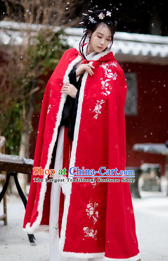 Chinese Ancient Ming Dynasty Noble Lady Cape Garment Winter Costumes Traditional Hanfu Embroidered Red Woolen Cloak for Women