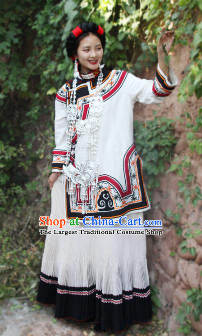 China Yi Nationality Wedding Bride White Outfits Clothing Traditional Liangshan Ethnic Folk Dance Costumes and Headpiece