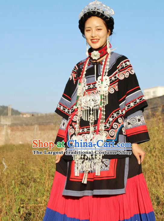 China Yi Nationality Minority Wedding Outfits Clothing Traditional Liangshan Ethnic Bride Costumes and Headwear